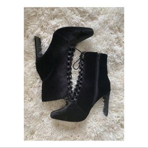 MISSGUIDED SQUARE TOE VELVET LACE BOOTIES
